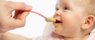 Diversificația alimentație lui bebe