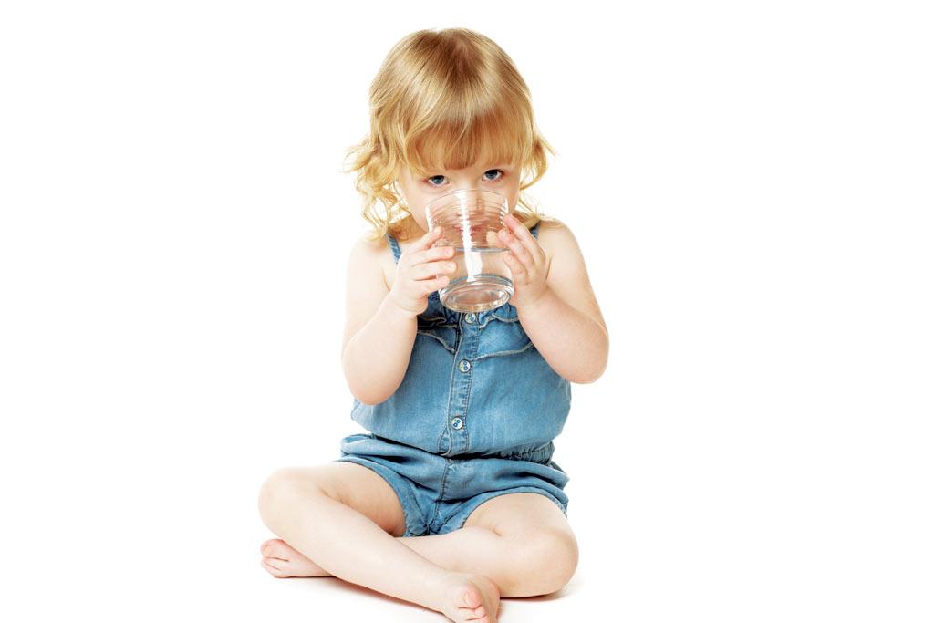 Apa la copii