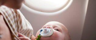 zborul-cu-un-bebe-copil-drag