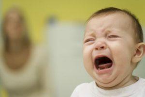 5 motive pentru care plang bebelusii si cum poti sa ii calmezi
