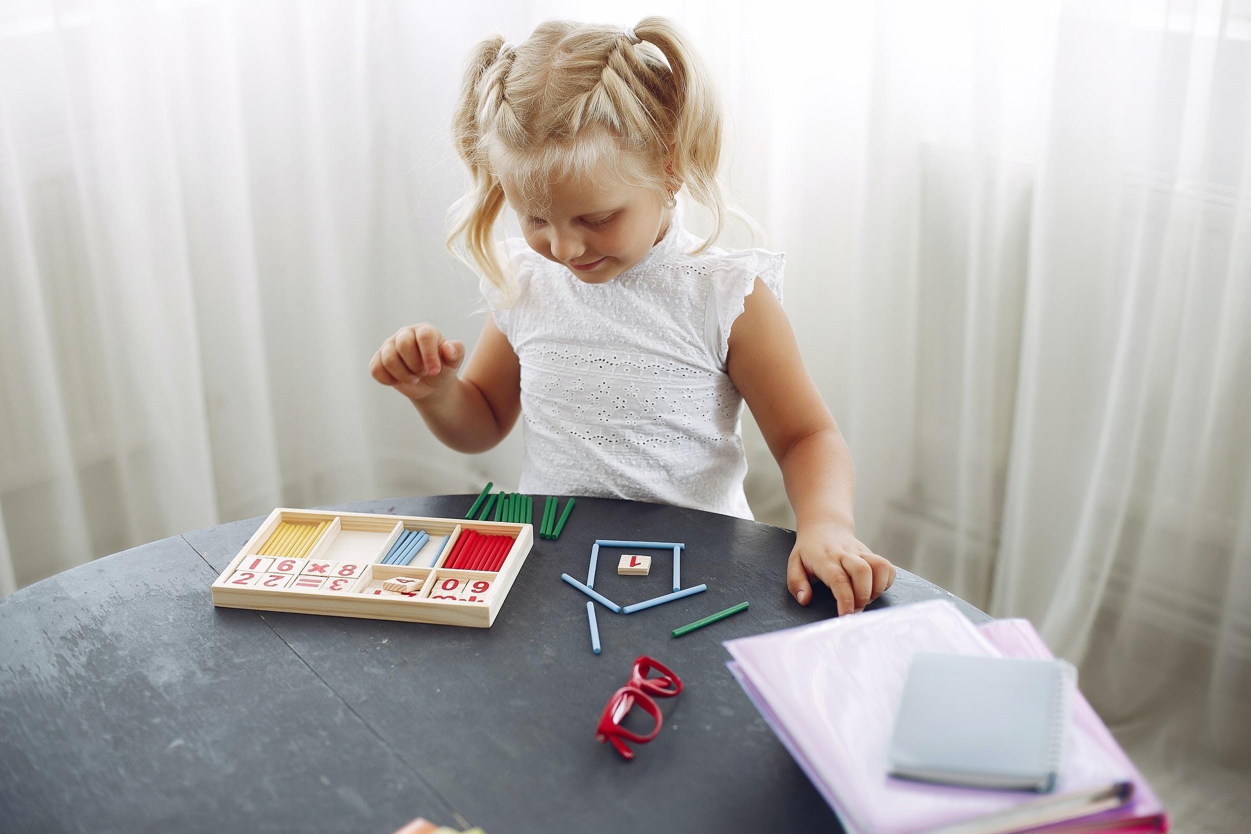 9-avantaje-esențiale-ale-jocurilor-educative-pentru-copii