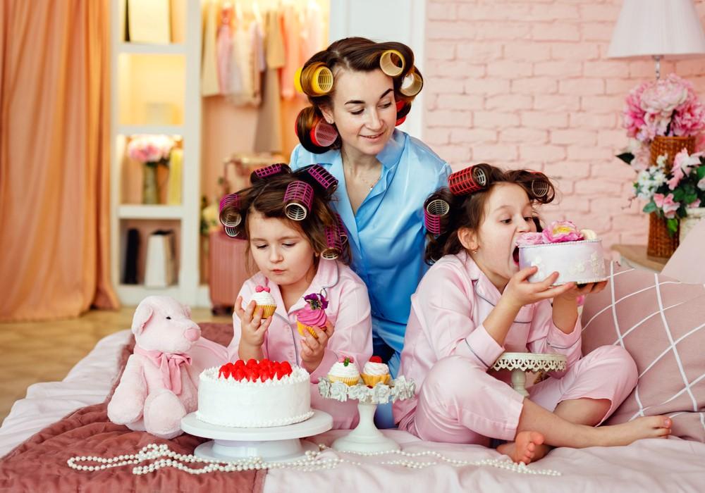 Petrecere-în-pijamale-pentru-fetițe-5-idei-pentru-o-seară-distractivă