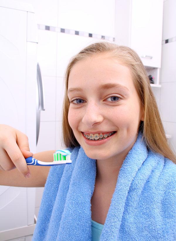 21249-moduri-prin-care-poți-avea-grijă-de-igiena-ta-orală-chiar-și-atunci-când-porți-aparat-dentar