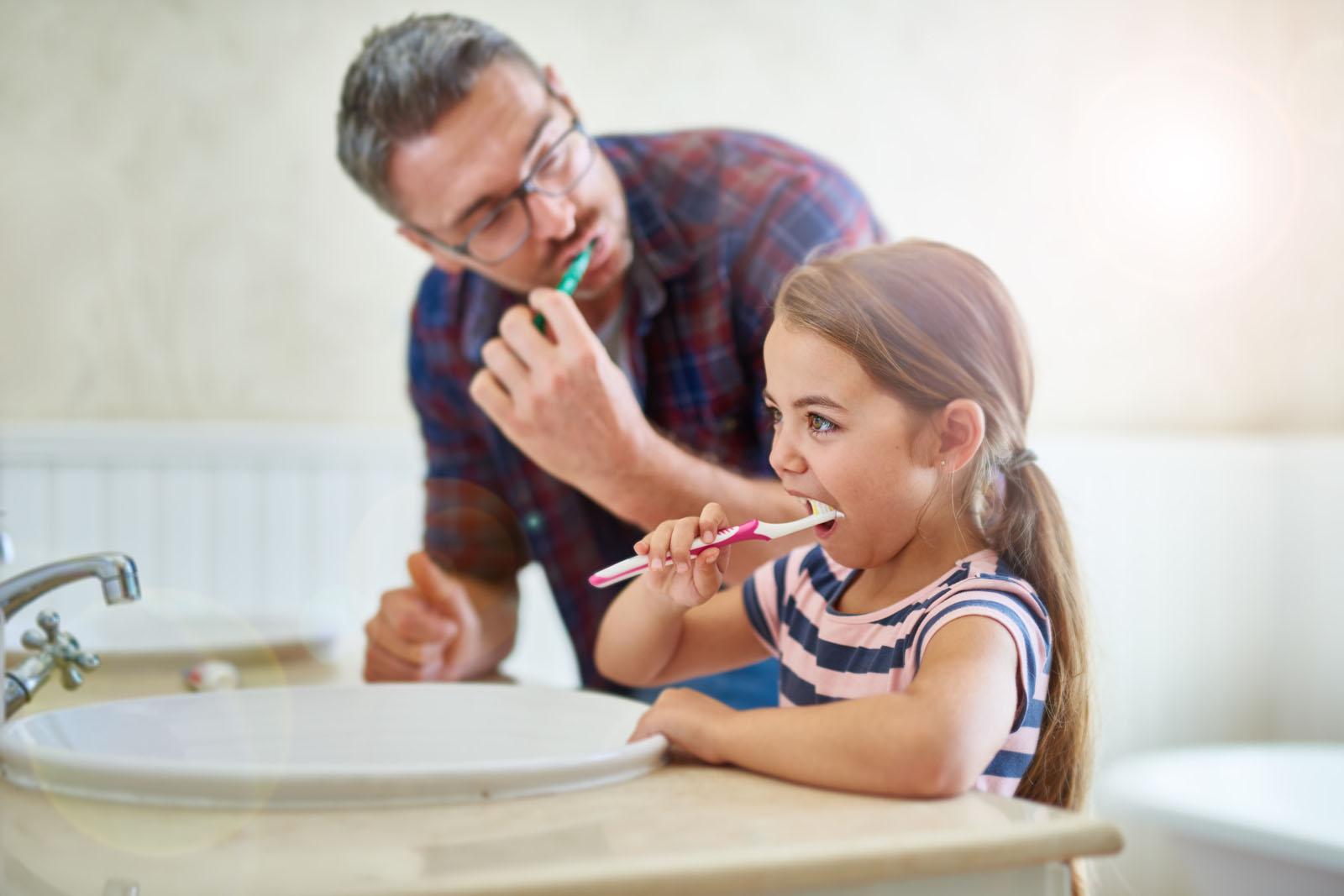 3 modalități prin care poți avea grijă de sănătatea orală a întregii familii